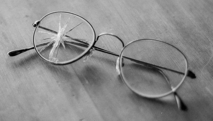 broken_eyeglasses